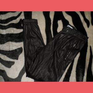 DKNY BLACK LEGGINGS ZIPPER POCKETS